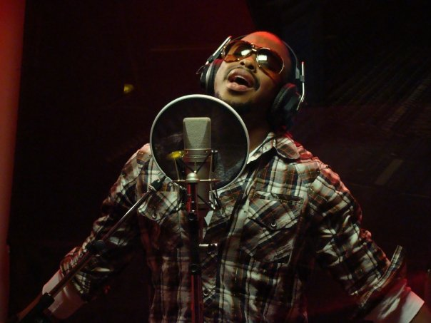 picture of r&b artist raheem devaughn